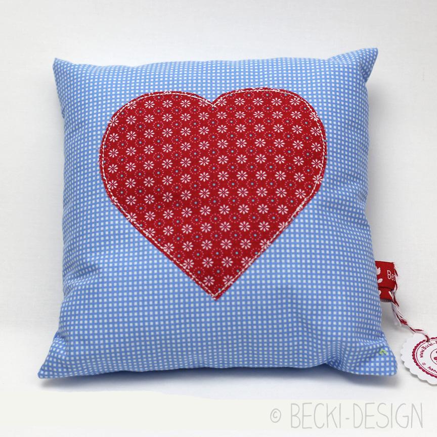 kleines kissen mit herz rot blau becki design. Black Bedroom Furniture Sets. Home Design Ideas