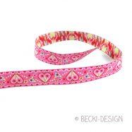 WB hearts pink